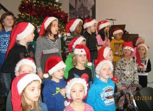 Kerstliedjes zingen in de Vijverhof 013