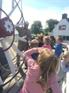 Groep 3b bezoekt de molen 011